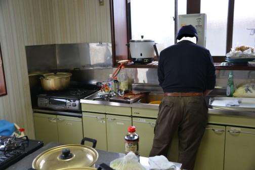 台所では料理長による付け汁の「けんちん」が既に火に掛かっています。「けんちん蕎麦」茨城ではかなりポピュラーだそうですね!