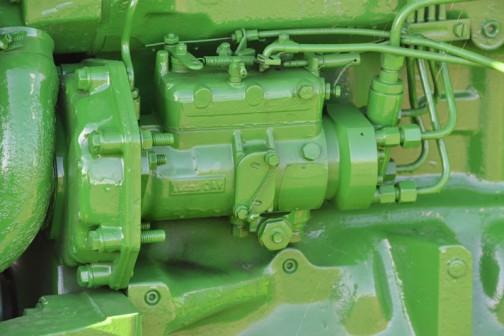 ジョンディア2250は1987-1994 3.9リッター4気筒ディーゼル62馬力だそうです。