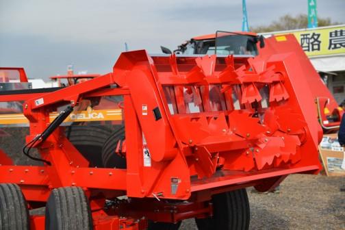 デリカ ハイドロプッシュ マニアスプレッダ DMY-6200  DELICA Manure Spreader DMY-6200  油圧搬送ゲートで確実に堆肥を送り、撒布します