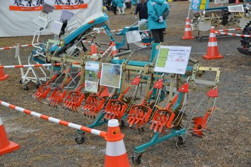 こちらも除草アタッチメント キュウホー 多目的田植機用水田除草機 6条 KIS-6KM+KB 価格¥685,800