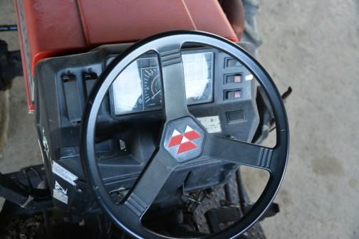 運転席 右側の大きなシーソー式スイッチなんか好きです。