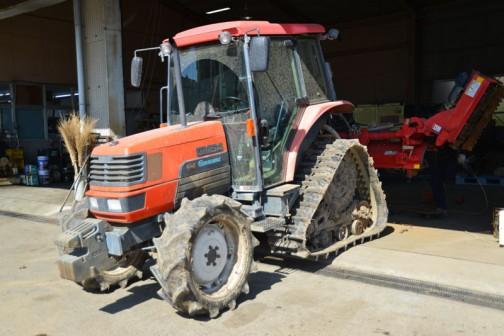 kubota tractor GM64 クボタGM64パワクロ。安全鑑定のシートによれば平成14年に誕生なので、2002年生まれ。これでもう13年も経っているんですね。