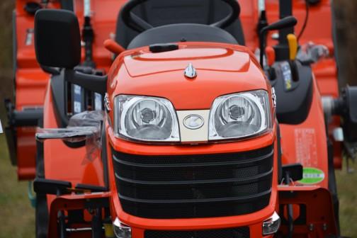kubota tractor JB13 クボタJB13 JB13XBSARF1 価格¥1,330,560 ★13.5馬力 ★手元のレバーで圃場四隅の切り返しもスムーズ。