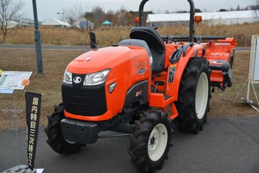 kubota tractor T25D クボタT25D T25DFBMAJRF5S 価格¥2,701,080 ★25馬力 ★スピード、パワー。仕事がはかどる機能 ★快適と安心を兼ね備えた移住空間(?) ★スムーズかつ制度(精度?)の高い自動制御(MA仕様) ★土作りを変えてきたパワクロ。乗り心地も大きく進化(PC仕様)