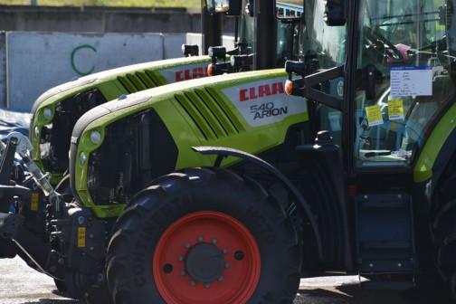 Claas Arion 540 2007-2011 ロークロップトラクターだそうです。ロークロップとは作物管理という意味のようですから、作物管理用トラクター?