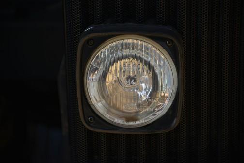 その目、ヘッドライトはMADE IN GERMANY「HELLA」製です。