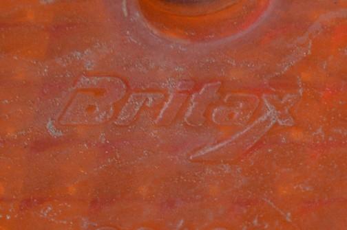 拡大してみます。BRITAX。Made in England。