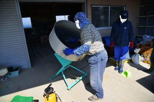 鉄コの先生が使用前に掃除をしています。