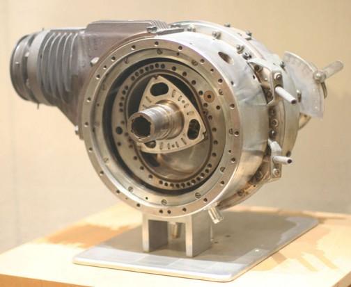 ロータリーエンジンのことをバンケルエンジンっていうんですね! だからヘラクレス・バンケルなんだ!
