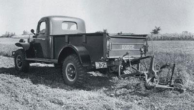 1946年にはこんな車があったんですもんねえ・・・アメリカは。