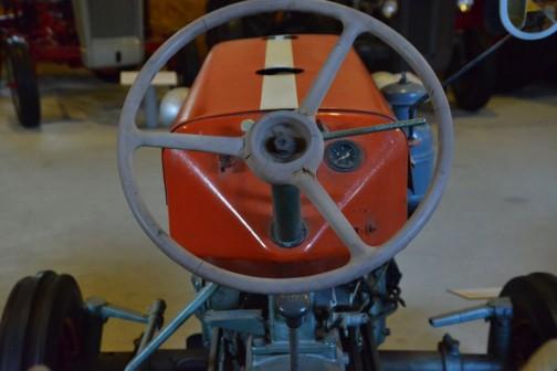 国産初の畑作用乗用トラクタ クボタ「T15」