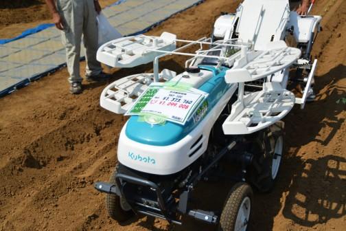 クボタ 全自動移植機 ベジータ Vegieta SKP-100  税込価格¥1,373,760 現品限り 展示会価格 ¥1,099,008