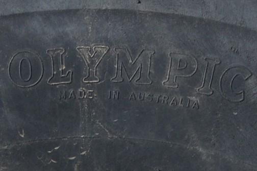 拡大します。OLYMPIC MADE IN AUSTRALIAって書いてあります。