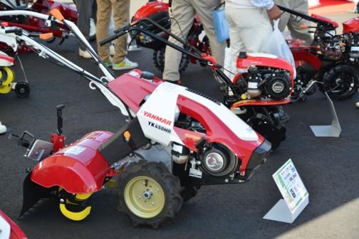 こちらは「Z」ではない、ロータリーが一方向回転の標準タイプ。ヤンマー ミニ耕耘機 YK450MR  標準タイプ 価格¥180,360 4.2馬力 50cm耕幅 4パターンうね立て