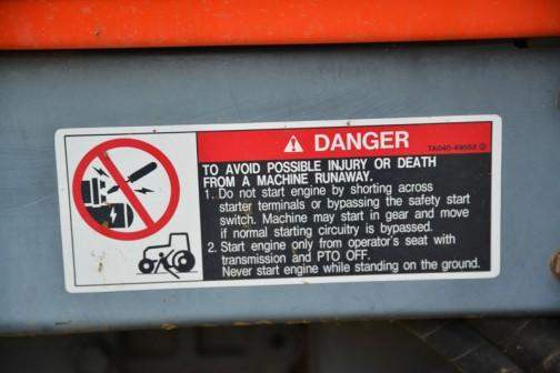 安全装置をバイパスして外からエンジンをかけると、ギアが入ってる場合車両が動きだして危ないよ。ヘタしたら死んじゃうよ。って書いてあります。 運転席の外からエンジンをかける需要ってあるのでしょうか・・・暑い日に、エンジンをかけてエアコンを動かす・・・ちょっと弱いか。