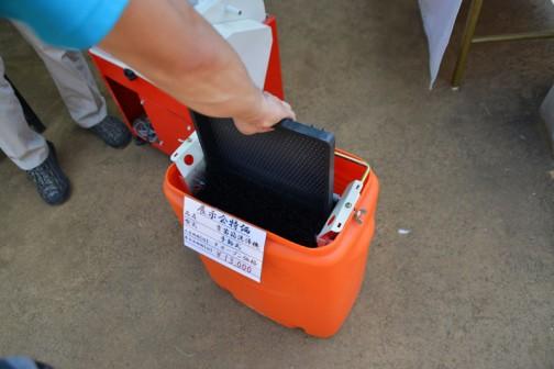 なんてことはないのですが、シンプルで気になってしまいました。手動式 育苗箱洗浄機 展示会価格¥13,000