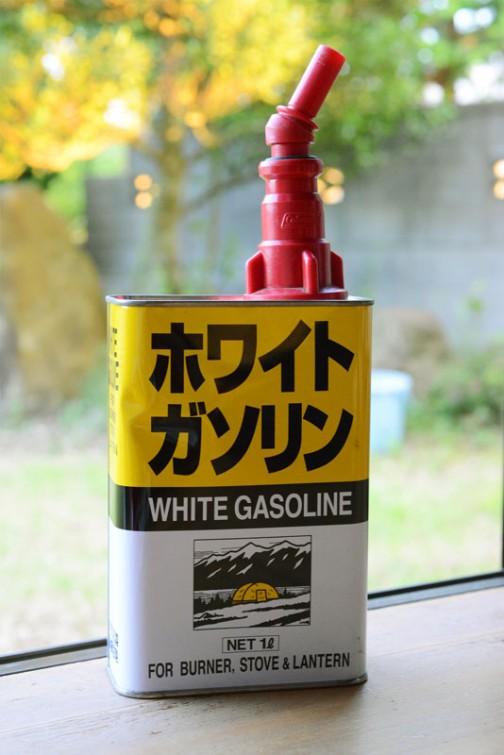装着するとこんな感じです。(燃料缶が純正ではなく安物なのが悲しいですが・・・)商品の燃料缶のキャップをこれに交換して使います。