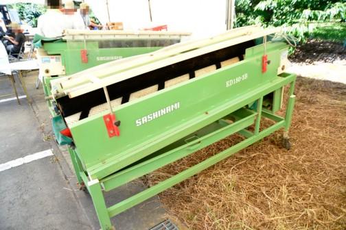 同じ型式のものが2台です。まず右とされているもの。サシナミ 大根洗機 ED180-3B(右)