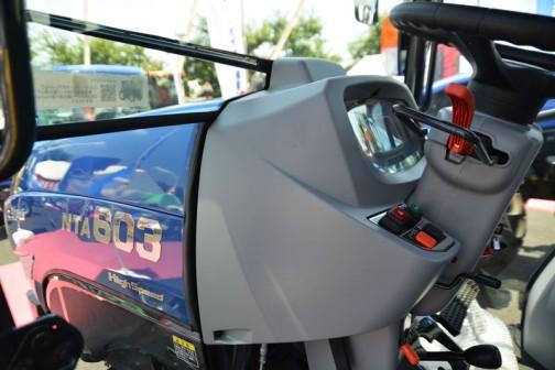 イセキトラクター ジアス NTA603FFGQCY 何で運転席の写真ばかりこんなに撮っていたんだろう・・・