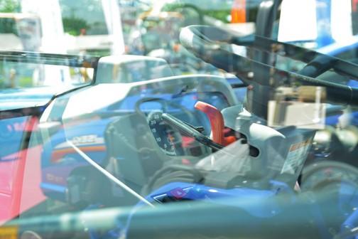 イセキトラクター ジアス NTA603FFGQCY 同じく運転席の写真。
