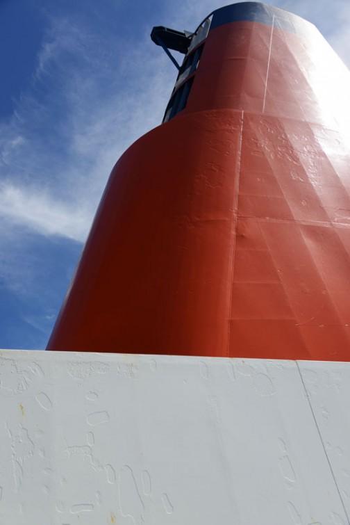 船上の巨人。