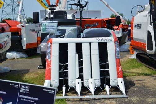 クボタコンバイン ダイナマックスレボ ER575HDMW-C 価格¥10,530,000 75PS 5条刈 左右モンロー 楽刈レバー 引起しオープン 450mm幅標準クローラ
