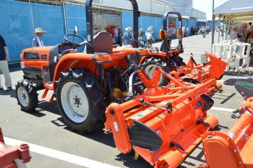 クボタトラクターKL23BMARP 中古価格¥1,620,000 使用時間626時間 ロータリRL15K ハローPM228セットだそうです。
