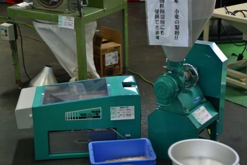 右、ひかり号 製粉機 A1-MS(S7)単相750W 価格¥153360 A1-MS(P7)3相750W 価格¥146880 電動粉ふるい機 SN-B 蕎麦ふるい 価格¥133920 SN-K 小麦ふるい 価格¥172800