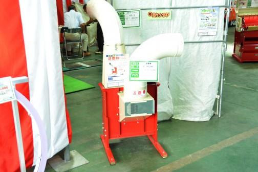 写真、飛んじゃってますけど、籾殻搬送 送塵機 B-902NP ¥111240 送風機や集塵機はよく聞きますけど、送塵機???と思ったら、籾殻を風で移送する機械だから送塵機なんですね。