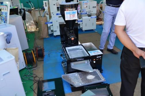 ネーミングがシンプルで大好きな丸七の製粉機 製粉機 2号¥240840 3号¥172800 電動フルイ機 MF2S¥432000 MF3S¥276480