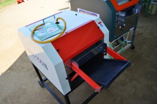 育苗箱洗浄機 クリーン・クリーナー SZ-700aⅡ 「クリーン・クリーナー」名前がいいですね!