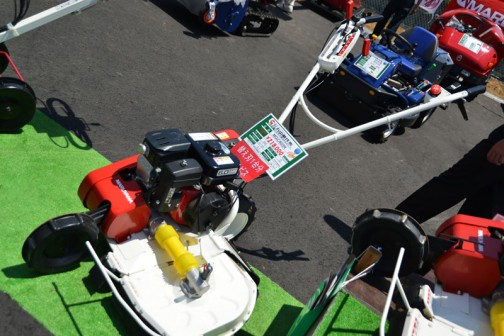 丸山製作所 自走草刈機(畦畔草刈りタイプ)MGC603R 価格¥218,000 刈幅:600mm 法面角度:0〜53° 前後両輪駆動 エンジン最大馬力5.7PS