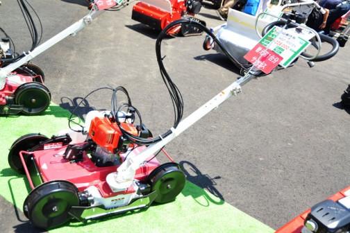 丸山製作所 自走草刈機(法面草刈りタイプ)MGC-S501EX 価格¥228,000 他は良く読めませんが、型式から言って刈幅が500mmなんでしょうね・・・