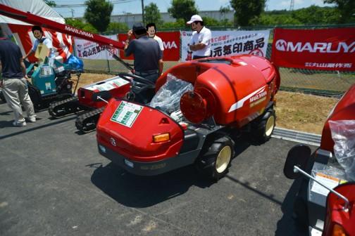 丸山製作所 ステレオスプレーヤー SSA-E500DX-120 価格¥2,192,400 容量(L):500 エンジン:D722 12,2PS