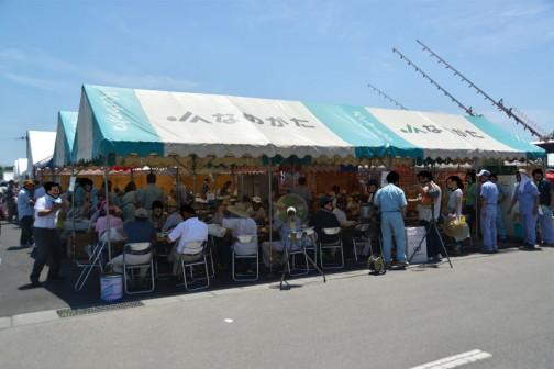 疲れちゃったので休みます。すごいテントの数。茨城は農業県ですねえ。