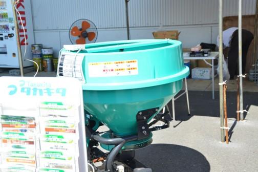 タカキタ コンポキャスター CC3530D 価格¥383,400 ●化成、有機袋入り肥料撒布●簡易混合もできます●コーティング肥料も散布できます●20PS〜45PS 350L