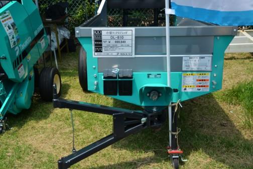 タカキタ 小型マニアスプレッダ DL-810 価格¥699,840  ●小回りタイプ 適応馬力 14PS〜 ●床寸法1950×890×320 1.10㎡ 800㌔ ●規制撒布アタッチあります