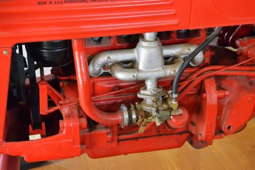 輸入トラクタ第1号 1951年(昭和26)ファモールカブトラクタ・・・9.75馬力