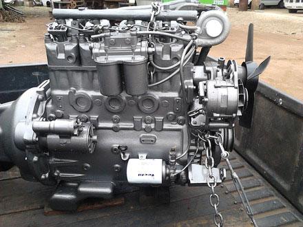 エンジンはWMW製で、多分4.2L4気筒ディーゼル。なぜだか検索するとブラジル製のものばかりでてきます。ブラジルでも作っていたんですね。