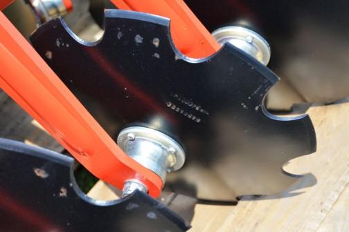 マスキオ(Maschio)ディスクハロー PRESTO300 価格¥2,916,000 よく見ると、ディスクにはちゃんと刃が付けられています。