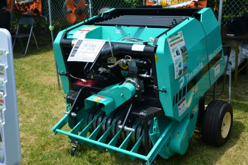 タカキタ ミニロールベーラ RB-510DX 価格¥1,213,920 ●φ50cm×73cm 乾燥稲ワラ 15キロ位 ●適応馬力 17PS〜 ●自走タイプもあります。常用・歩行型。