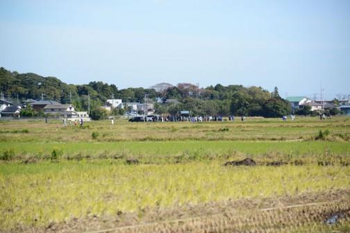 さすが区画整理のできた田んぼ道・・・ボクのいる中継地点からスタート地点が遠くに見えます。