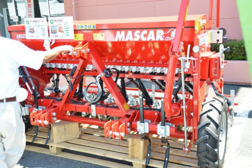 MASCAR ドリルシーダー ARIZONA2516D 価格¥2,354,400 ディスクタイプ/2.5m ¥1,641,600 MASCAR 施肥機 FDJ2508 価格¥1,101,600