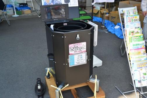 種もみ脱水機さらっと SD-12B 価格¥221,400 モニターがついて何かプログラムするのか、もしくはタッチパネル式NC種もみ脱水機か?と思ったら、商品説明のDVDかなにかを流していたみたいです。