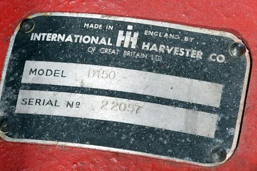 モデルはB450だし、MADE IN ENGLAND BY INTERNATIONAL HARVESTER CO. OF GREAT BRITAIN LTD.って書いてあります。英国製ですね。