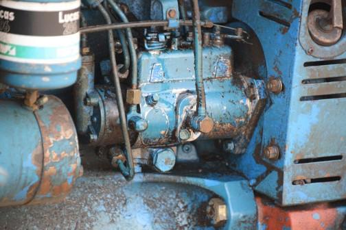 tractordata.comによればFORD4600は、1975年〜1981年 3.3L3気筒ディーゼルで57馬力/2200rpm