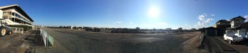 左側にフォードが見えます。競馬場跡地といってもトラックは砕石になっちゃってるんですね。