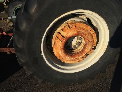 リヤタイヤはGOODYEAR FORDのホイールウエイトが付いています。