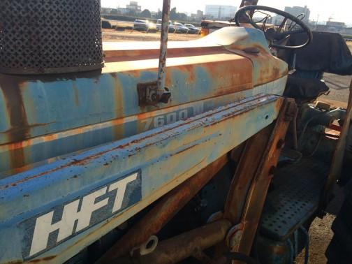 tractordata.comによればFORD7600は、1975年〜1981年 ちょうど昨日の4600と同じシリーズです。4.2L4気筒ディーゼルで94馬力/2100rpmだそうです。