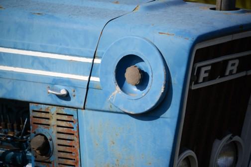 tractordata.comによればFORD6600は、1975年〜1981年 7600と同じ排気量の4.2L4気筒ディーゼルで、馬力は7600よりちょっと低い77馬力/2100rpmだそうです。
